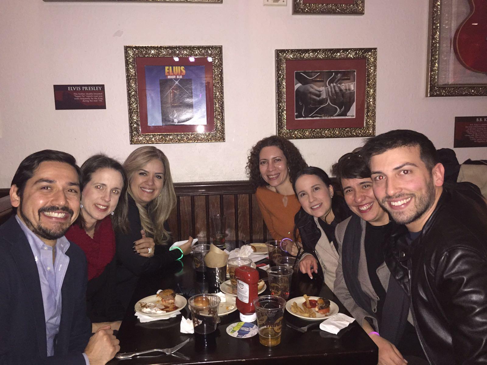 #ALAConf17 @ALABuzz International members from Panamá, DR, México & Brasil enjoying Denver's nightlife @GLAALABuzz. https://t.co/b2daH63CHA https://t.co/Yu2UikgCb3