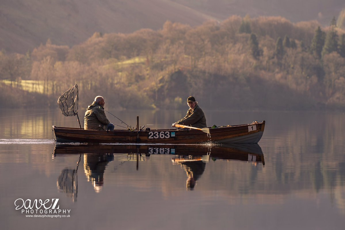 What a wonderful moment of serenity caught by @DaveZ_uk. Makes us want to give up this camera-retailing lark and buy a boat #WexMondays https://t.co/MJ5enUw8M5