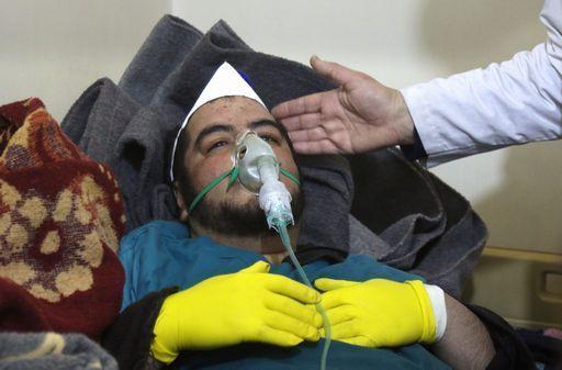 Raid aereo con gas tossici in #Siria: almeno 58 morti (11 bambini) https://t.co/2icYuJua16