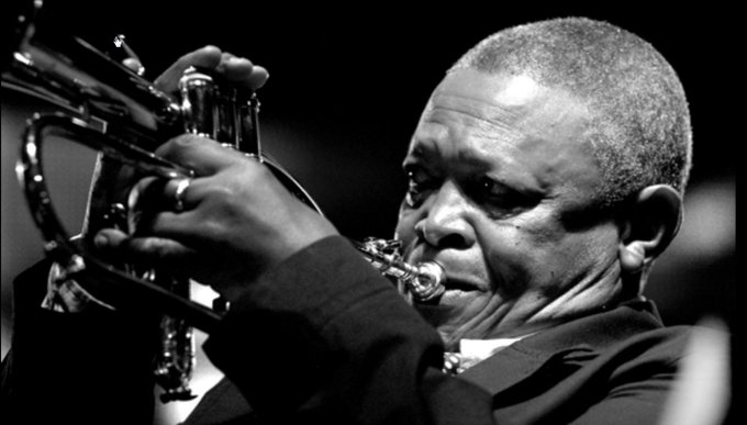 Happy Birthday Hugh Masekela!! Hoy cumple 78 el trompetista sudafricano Hugh Masekela.