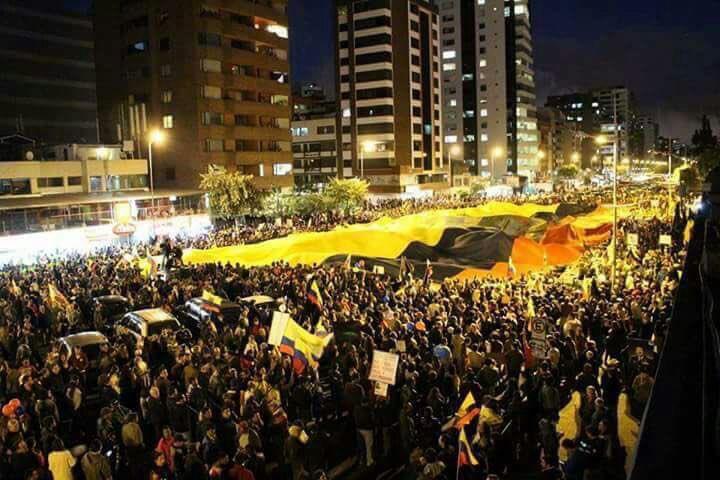 La diferencia entre Ecuador y Venezuela... es Quito! ❤️  No bajemos la guardia.