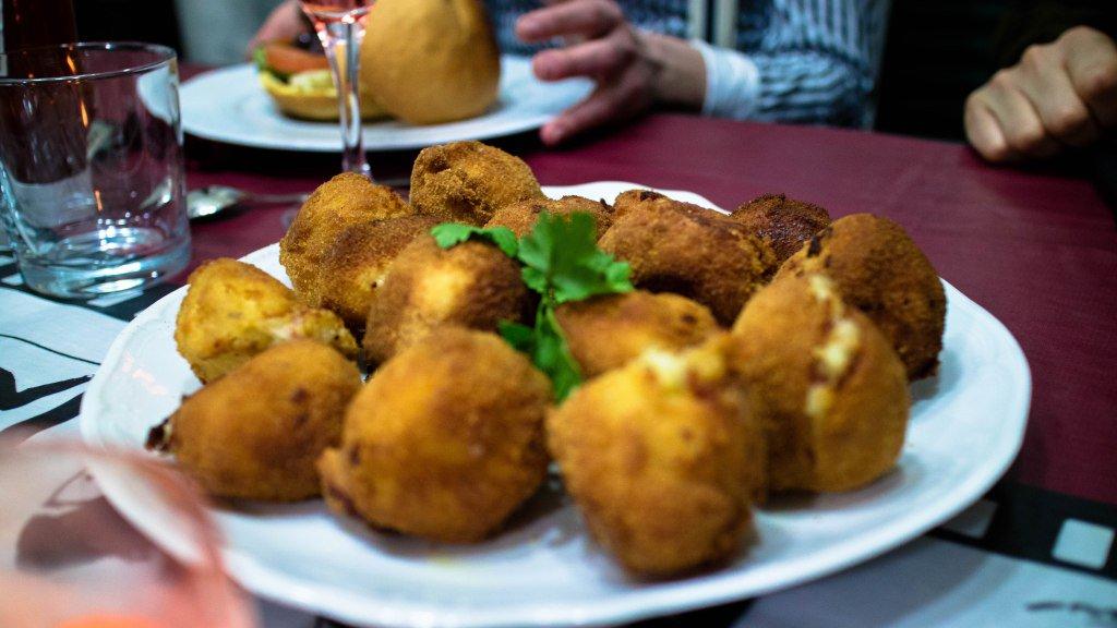 Bolas de patata rellenas de bacon y queso https://t.co/KLuJfqn1oJ