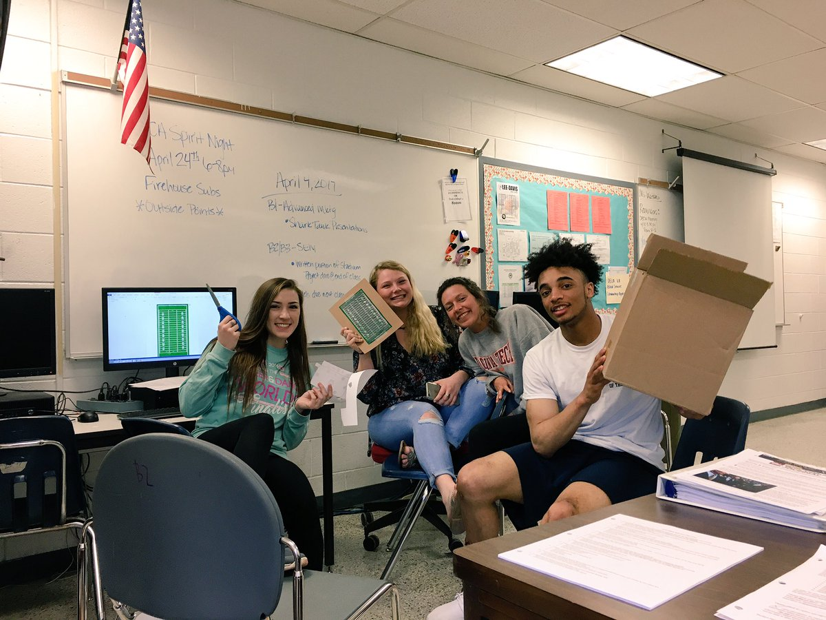 #awesomeldstudents always working hard in sports marketing class! #Ateam #stadiumproject  <br>http://pic.twitter.com/8WHNoB82zI
