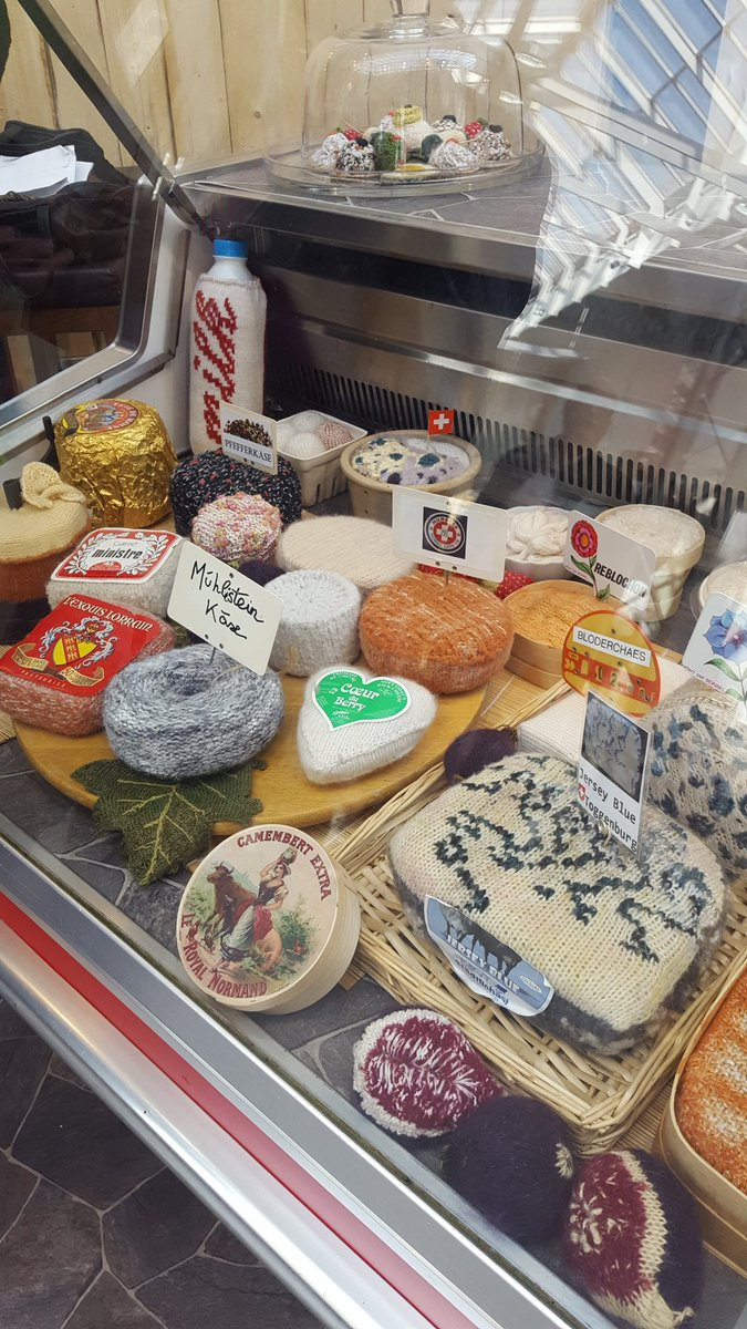 Check out the knitted cheese shop! #handarbeit https://t.co/L2GPEiF3uP