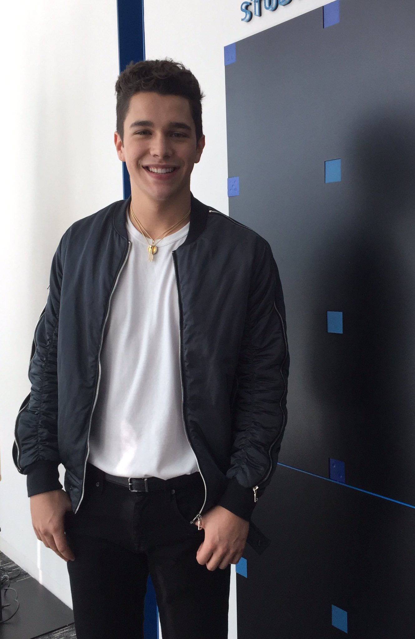Who is austin mahone dating 2019