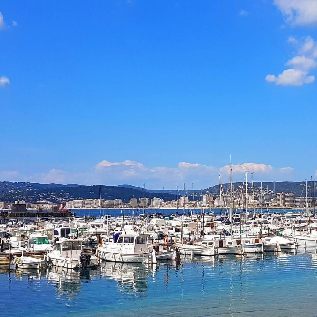 An absolutely stunning day on the water in #Palamos. #Travel https://t.co/wlvDtnadgz https://t.co/oUccSzKK6d