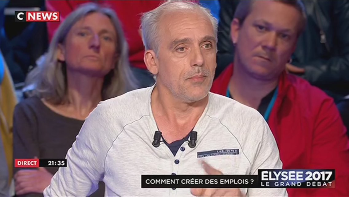 Poutou rappelle à Macron que quand on se dit de gauche, on parle de 'cotisations' sociales, et non de 'charges' 👍🏻 #LeGrandDebat