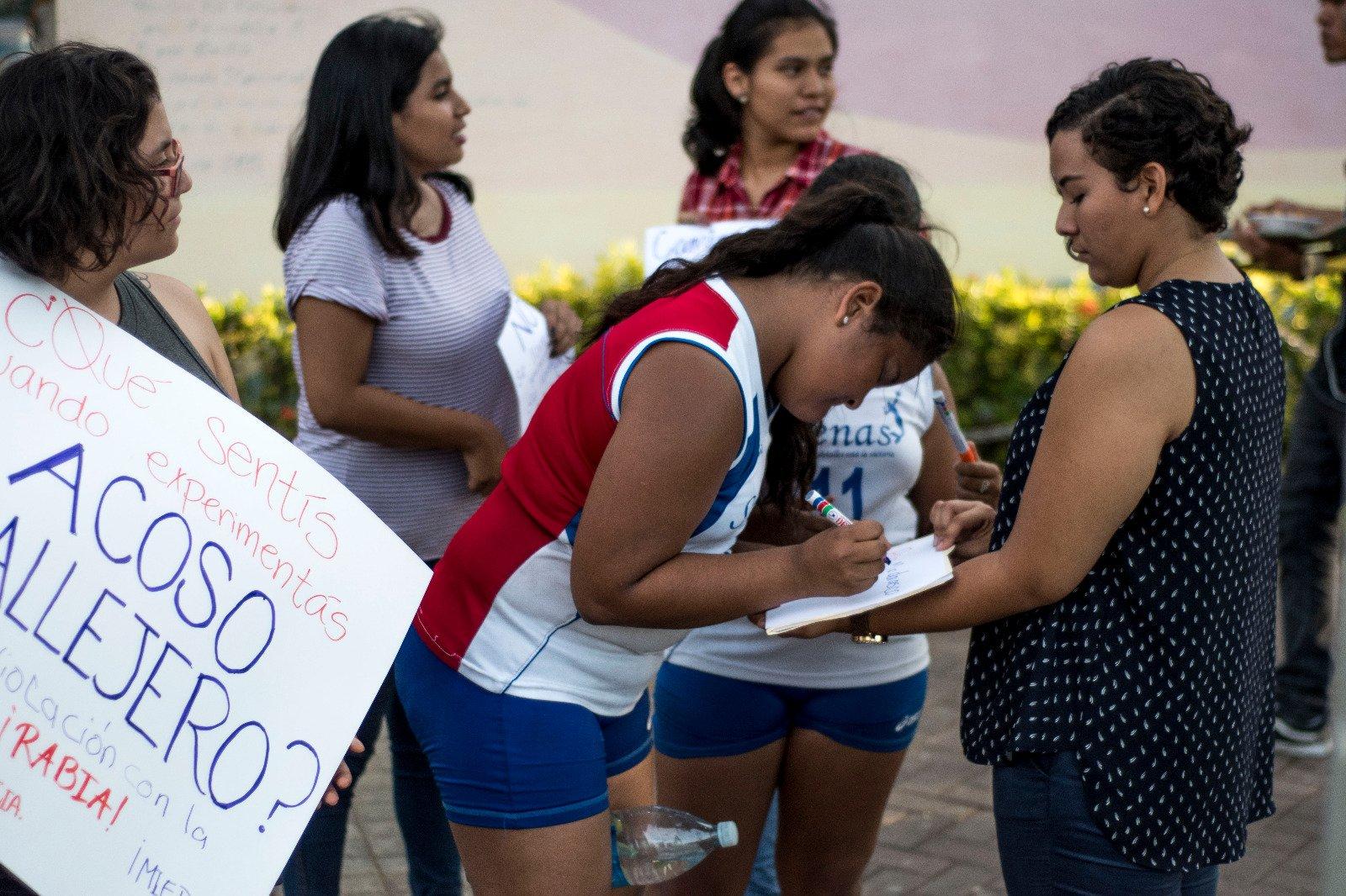 """Los """"shht shht"""" que se escuchan en las calles de Nicaragua no son el canto de nuestro ave nacional.  Es acoso y #NoEsMiCultura #EndSH https://t.co/WxJE2HU30k"""