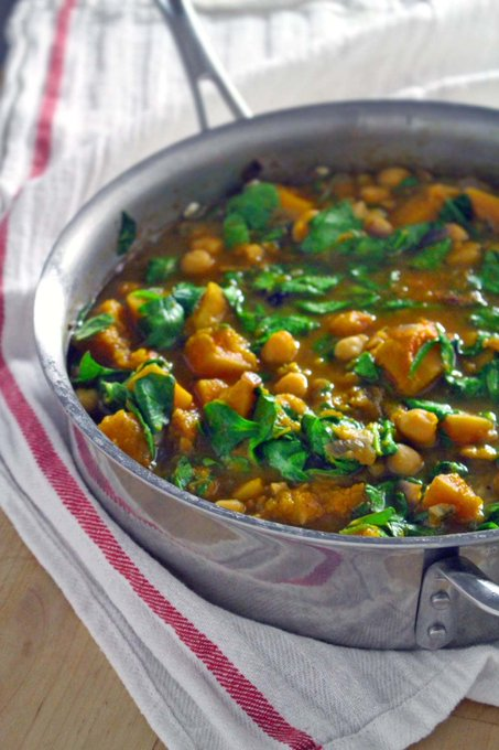 How To Make Garlic, Spinach, and Chickpea Soup