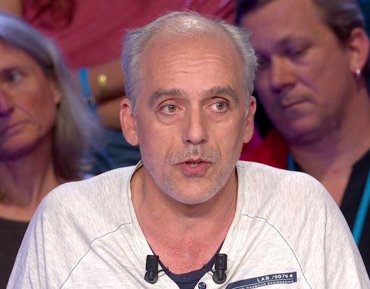 .@PhilippePoutou à M. Le Pen : 'Pour quelqu'un qui est anti-européen, ça ne se gêne pas pour piquer l'argent de l'Europe'  #LeGrandDebat