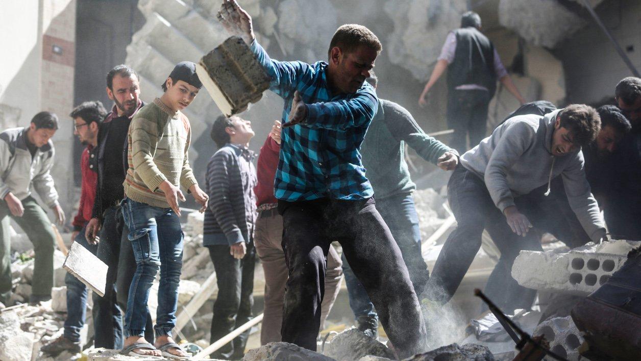 """Attaque """"chimique"""" en Syrie: l'aviation syrienne est à l'origine de la frappe, selon Moscou https://t.co/ZVLtqTFOpu https://t.co/7WFyoiJMbG"""