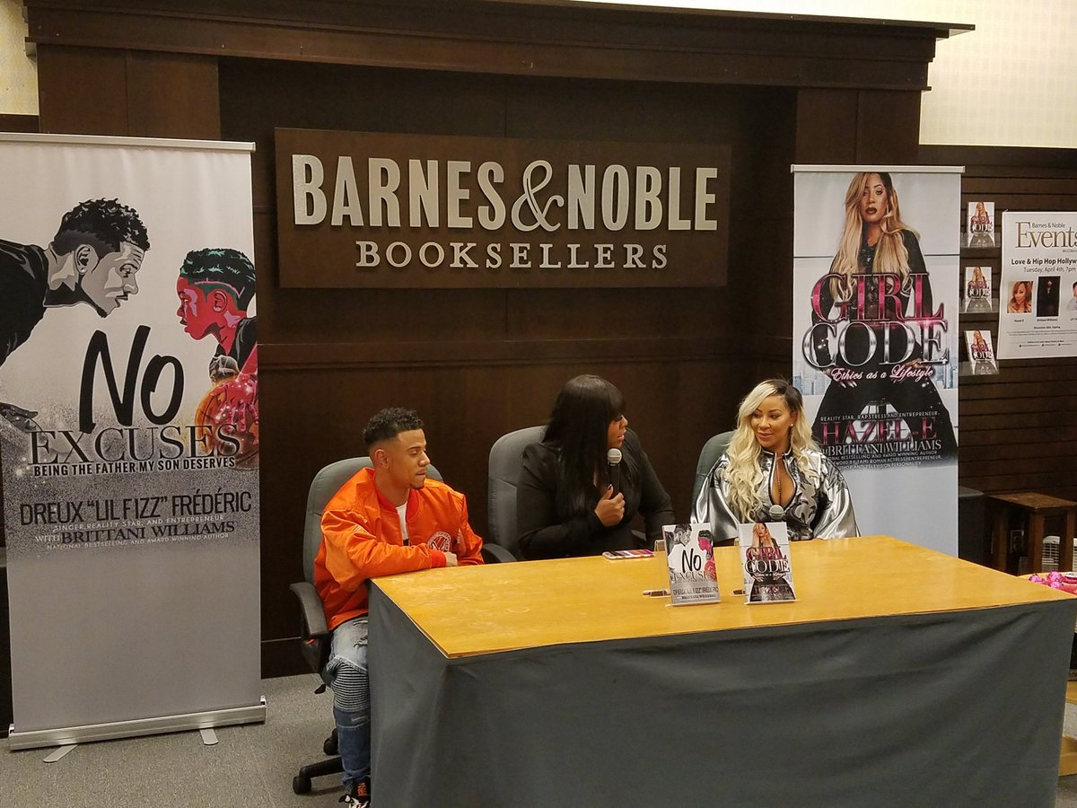 Barnes Noble Events The Grove On Twitter Happening Now Hazel