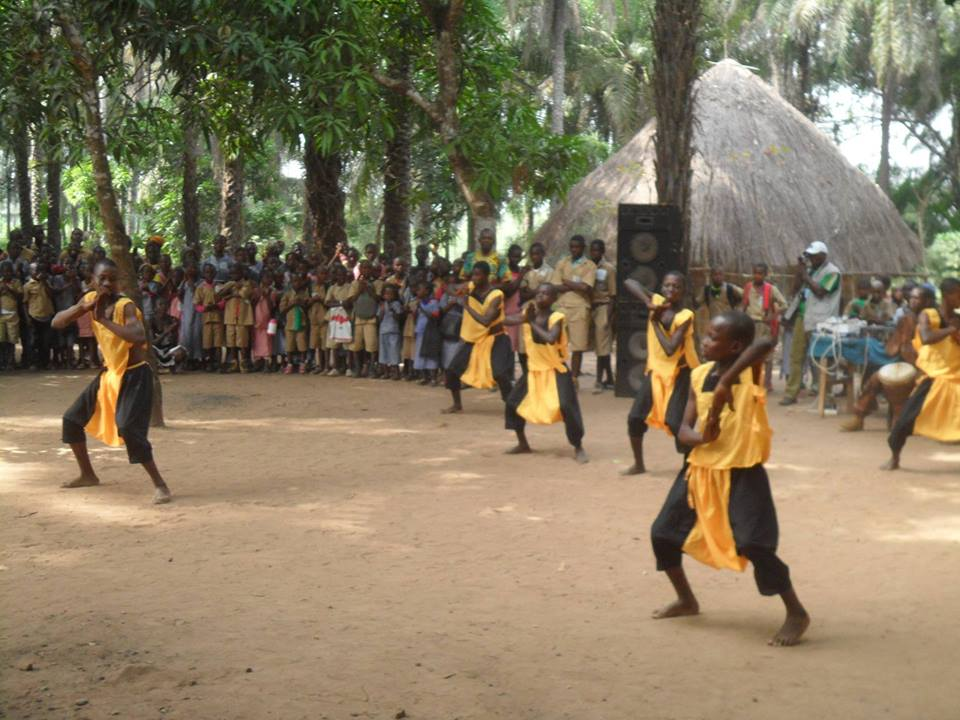 Student dance performance at the school! #Guinea #Guinee #arts #dance #makingadifference #educationforall<br>http://pic.twitter.com/UxfiwQBOKe