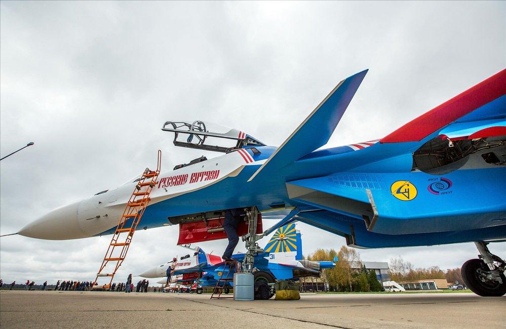 """Escuadrilla acrobatica """"Caballeros Rusos"""" C8oRMsaXcAMX7pL"""