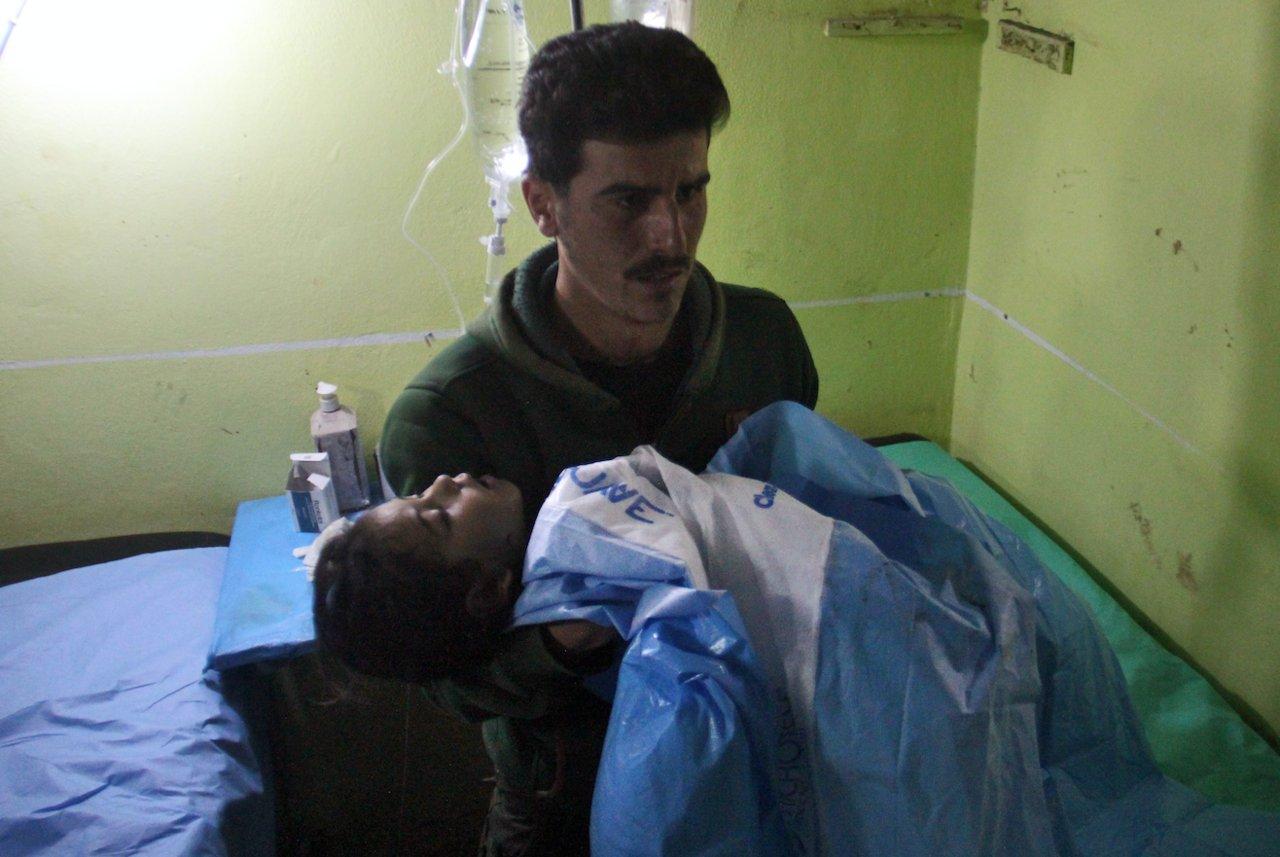 Syrie. Indignation contre Assad après les attaques chimiques https://t.co/ciWSVcLGEN https://t.co/Ws0KhTehfL