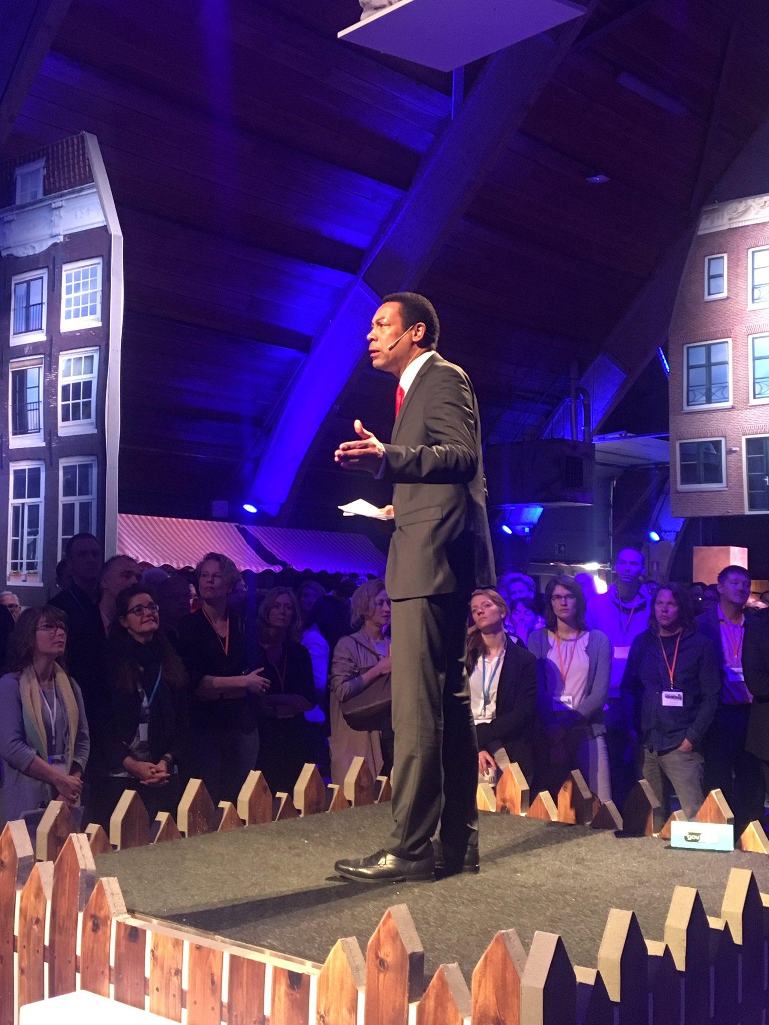 """Opening #da2020 door @francweerwind in Turfbrug. Krachten bundelen, kennisdelen. Soort van """"I have a dream""""! https://t.co/toxrDuGBuo"""