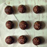 Easiest 3-ingredient #vegan chocolate bliss balls - the perfect Easter treat!! #healthy #fitnessfood Link in bio 👆