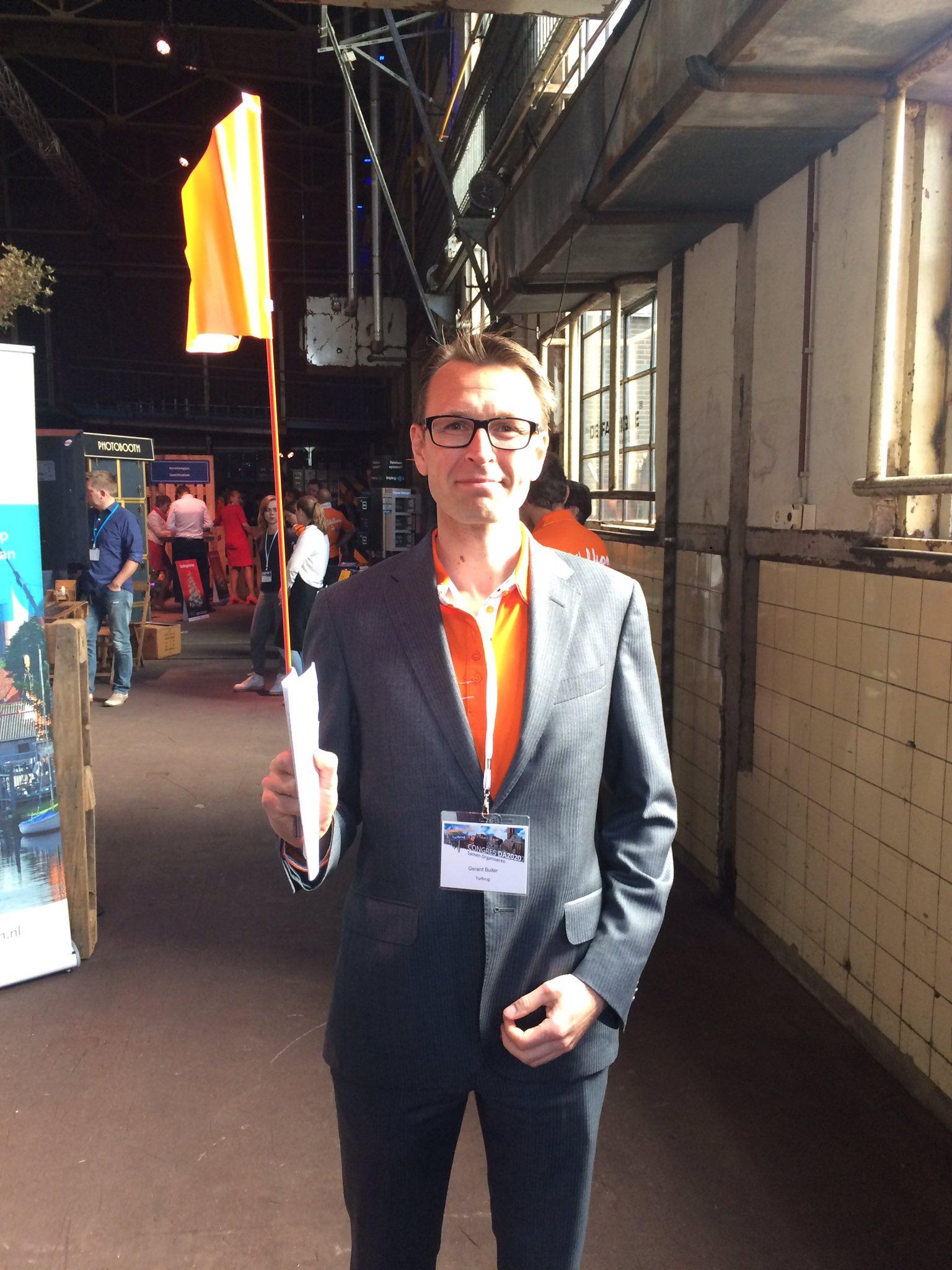 Mijn collega de gemeentesecretaris staat klaar voor de rondleiding op de expo #DA2020 https://t.co/mOjLWpsiHa