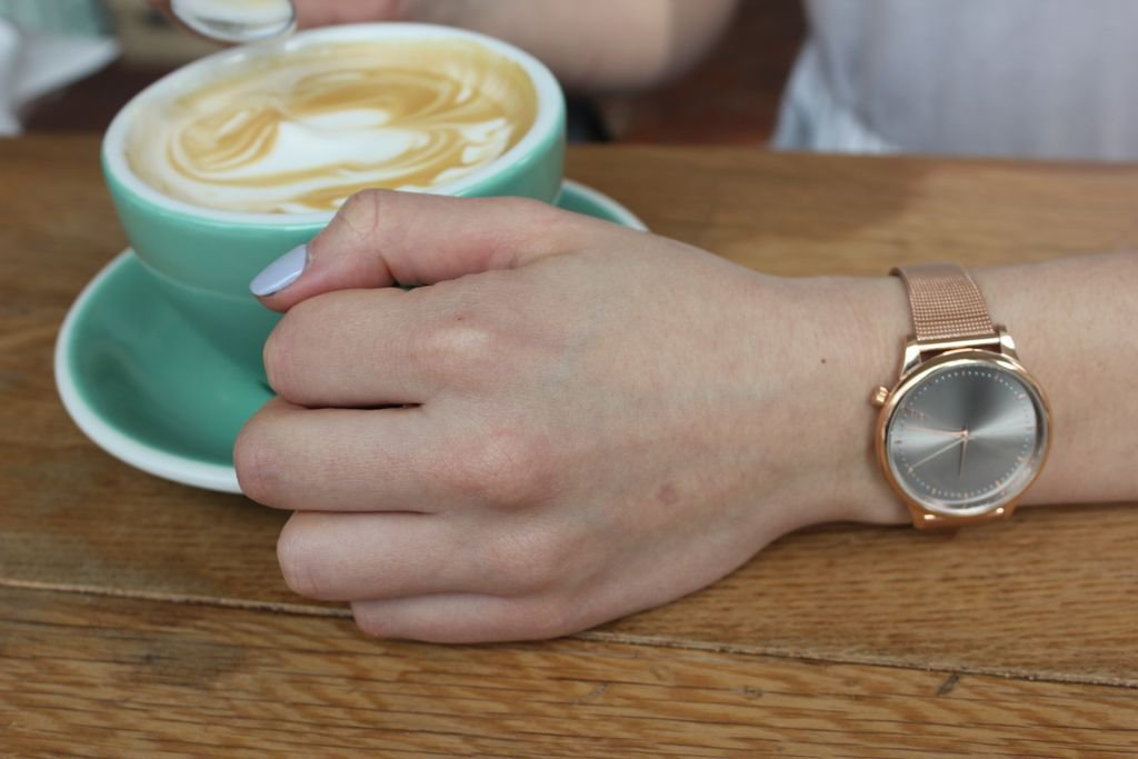 Loving this @komono rose gold Estelle watch for spring time! 🌟 #fbloggers https://t.co/4OVl87MDRm