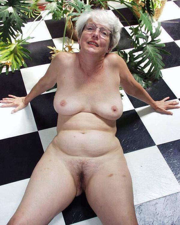 Black busty nude pics free