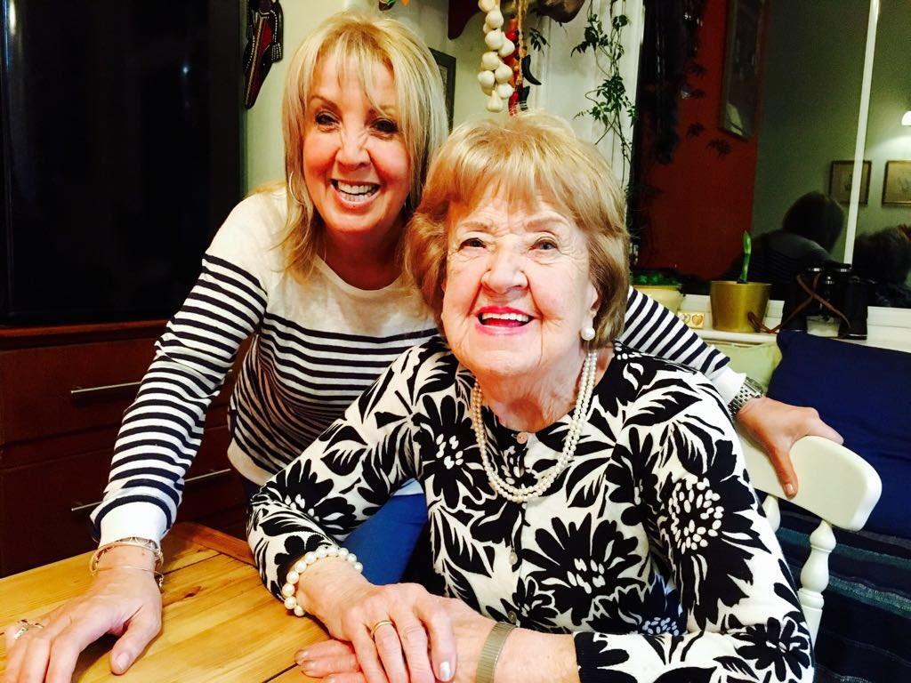 Debi Jones Debi Jones new foto