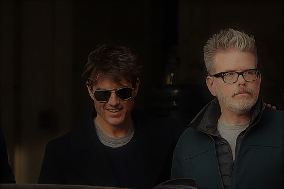 it's on @TomCruise and @chrismcquarrie in Paris to light the fuse for Mission Impossible 6.. https://t.co/9XDeS0xDFV