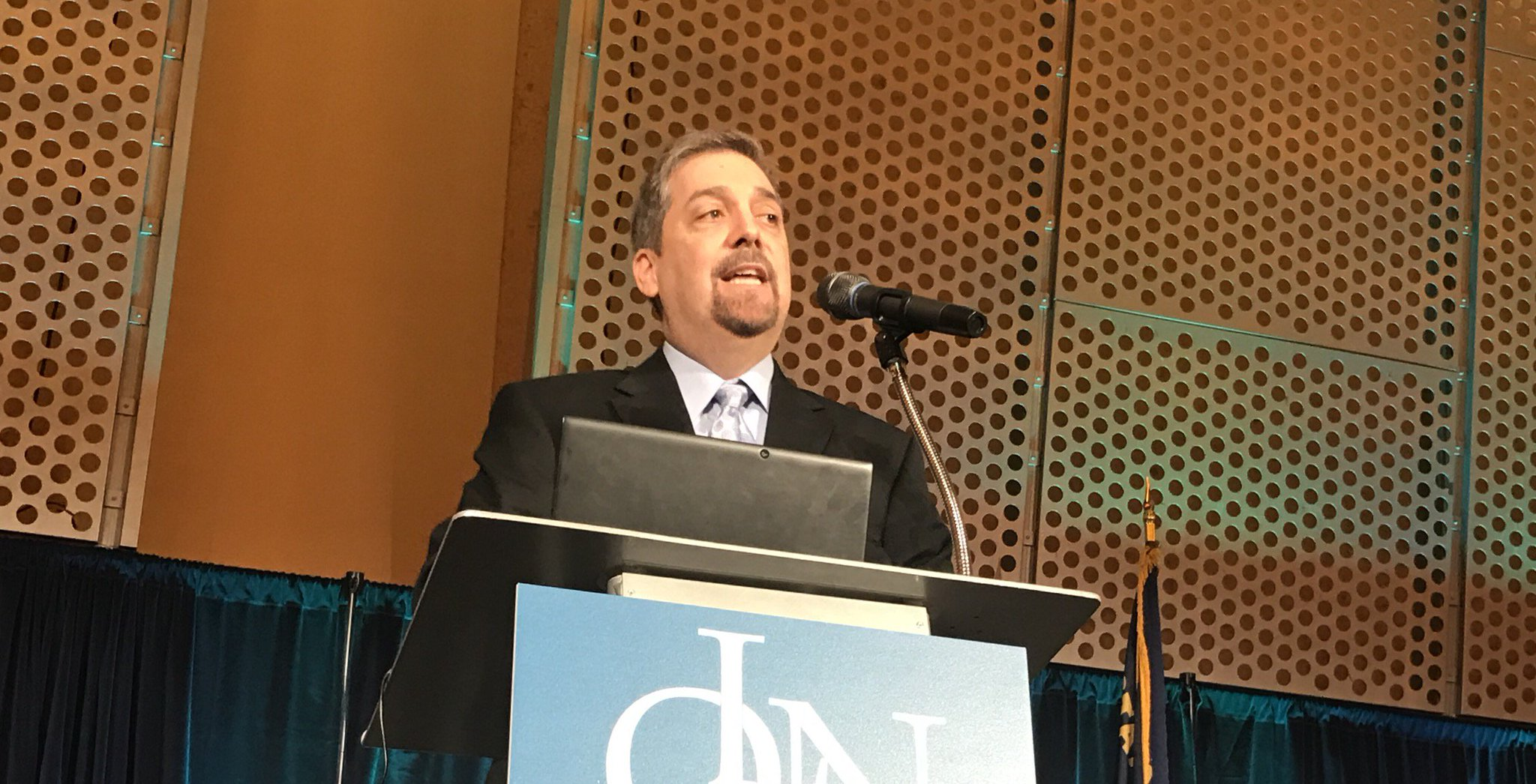 Use #edevidence mixed with practitioner expertise & matched with community need to address #edequity. Charles Martinez #OLN17 @OLNOregon https://t.co/OeQZ2eLDXn