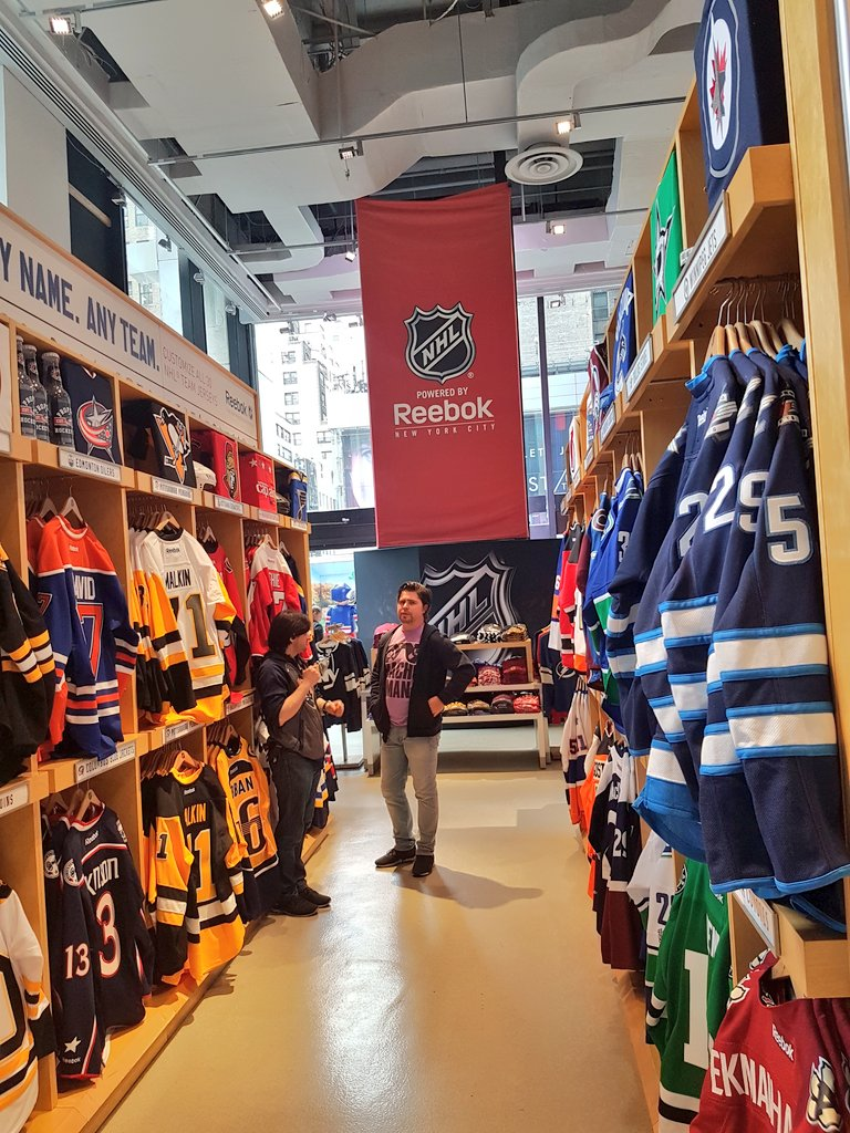 332dde76c607a7 9 07 AM - 5 Apr 2017 from NHL Store Powered by Reebok