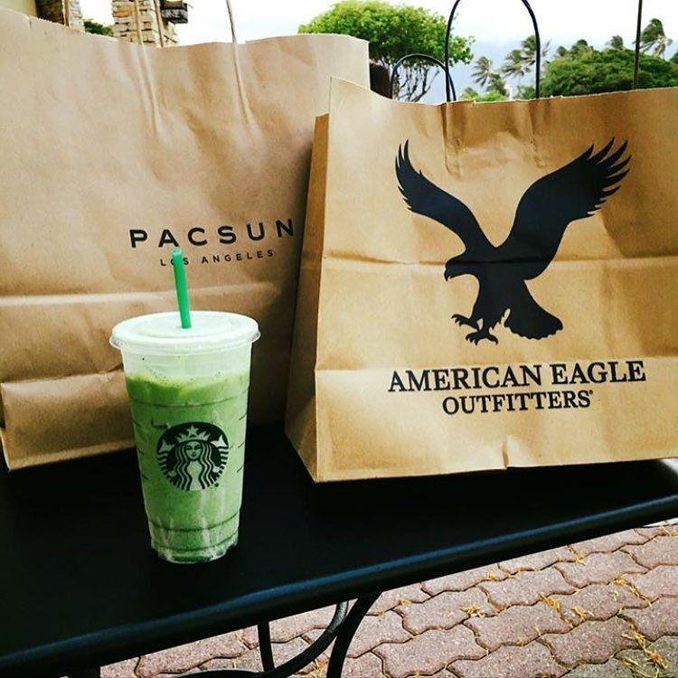 #WardrobeWednesday calls for bags & cool beverages 🌿 #ShopQKC #DineQKC