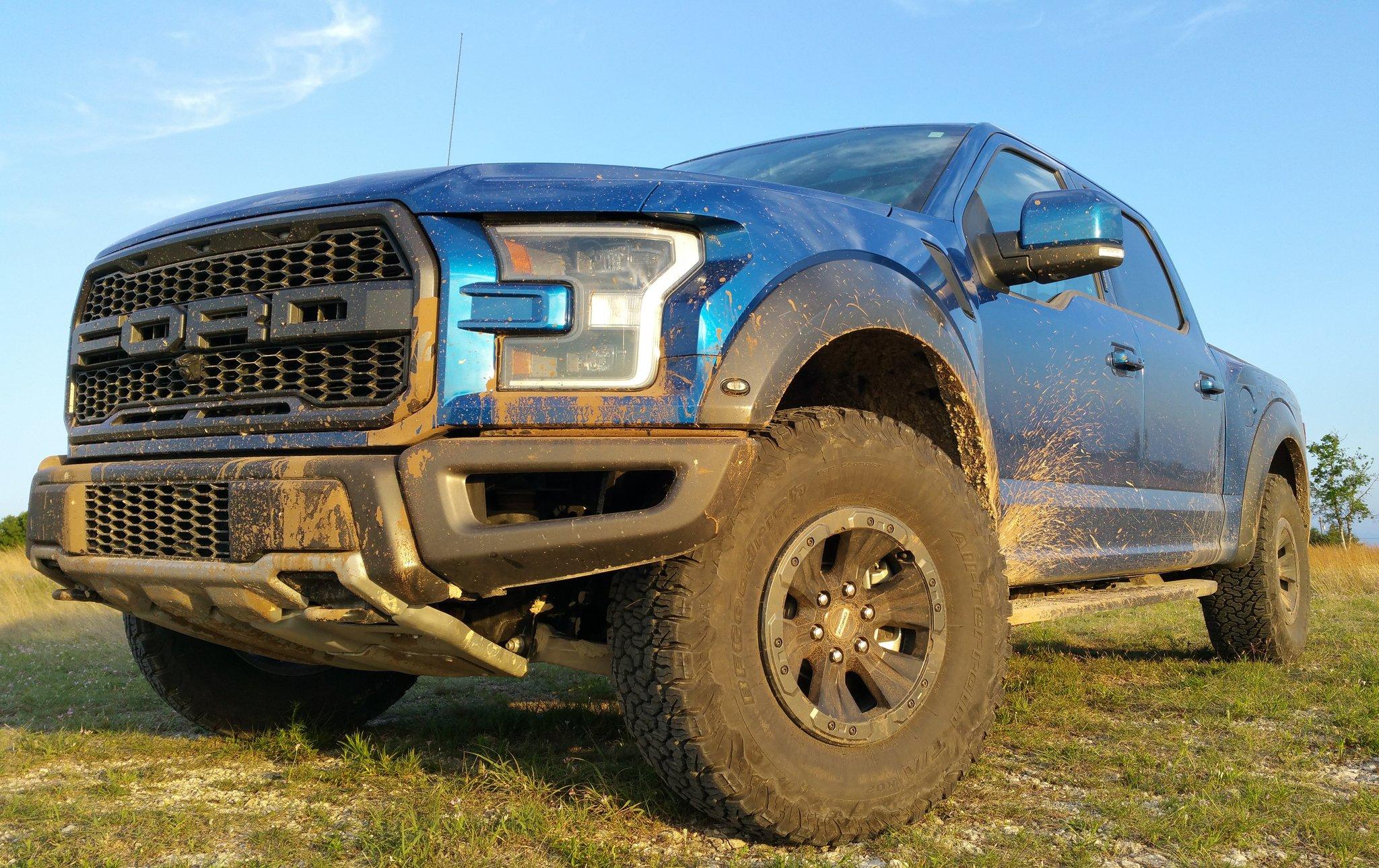 We get down & dirty tonight on #Motorama LIVE @ 9PM ET w/a 2017 @Ford #Raptor report & our #RaptorVsRaptor showdown! https://t.co/ADkbp2TTqi