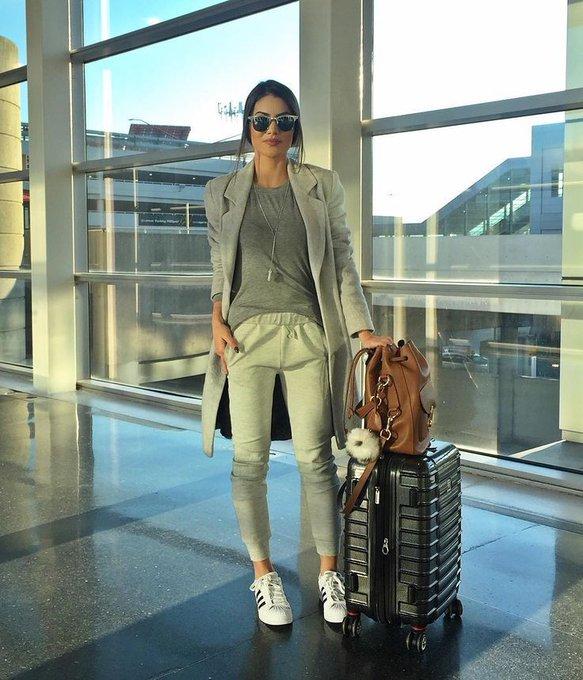 """Camila Coelho on Instagram: """"Today's comfy airport look ✈️ #ootd Good Night loves! ------- Look mega confortável pra viagem longa de hoje! Boa noite amores!"""""""