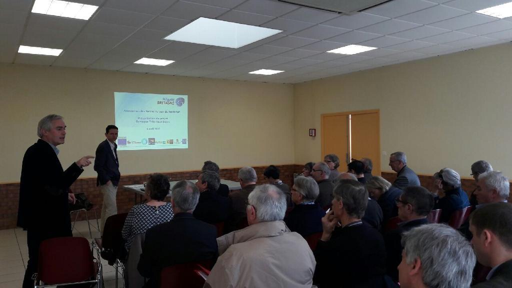 A Saint-Barthélémy,  présentation avec @CG_Morbihan de Bretagne Très Haut Débit à 50 élus ruraux du Morbihan #AMR56 https://t.co/CVQyrz5ejQ