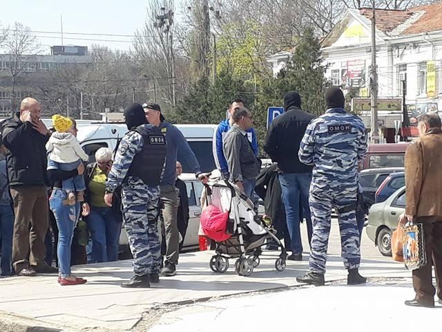Российские силовики устроили облаву на центральном рынке Симферополя: задержаны журналист и правозащитник, - адвокат Курбединов - Цензор.НЕТ 222