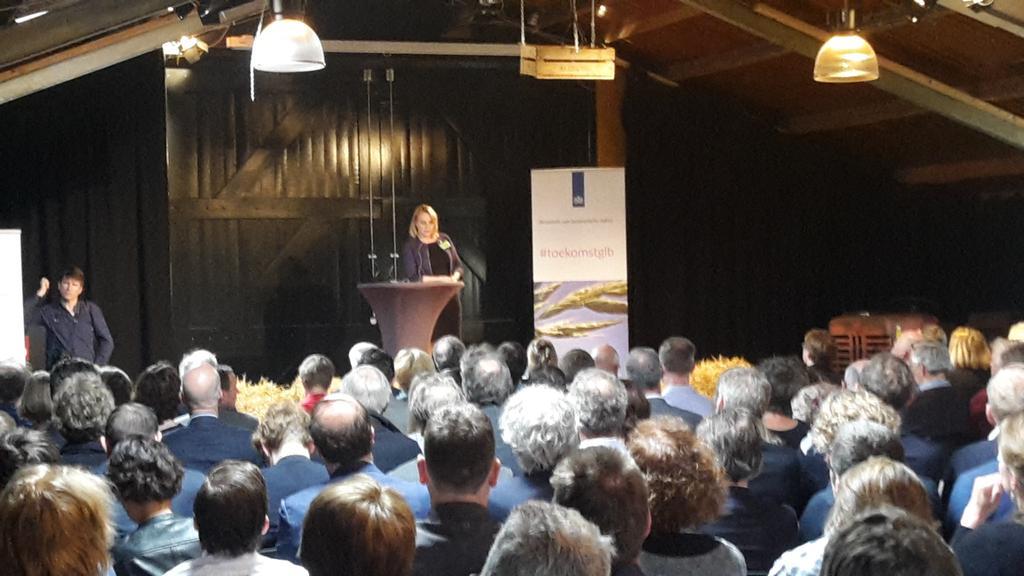 """@MSonnema opent conferentie """"zaaien voor het toekomstige glb"""" #toekomstglb https://t.co/P1uNOf7RAu"""