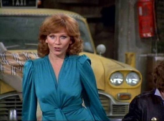 Happy bday to Marilu Henner today! Elaine from Taxi! ;) -