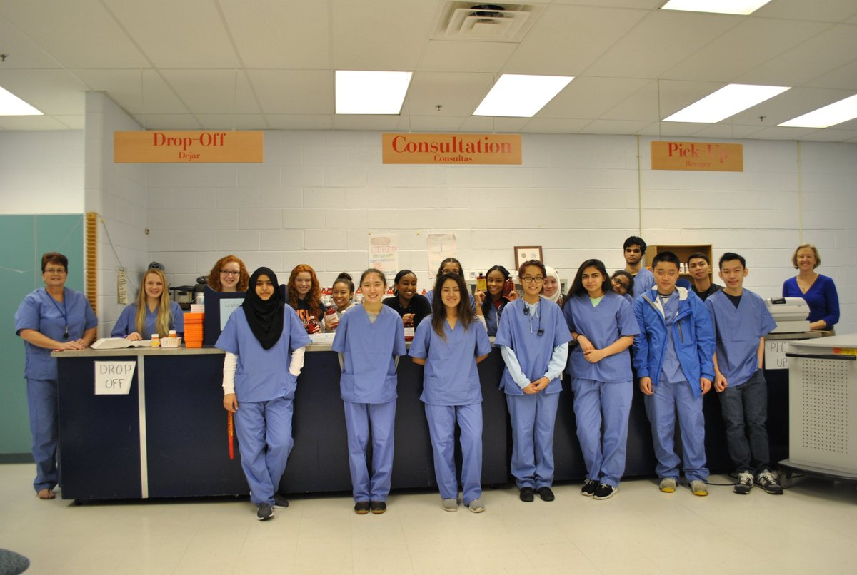 west potomac academy on twitter pharmacy tech students wear their scrubs in preparation for when they do their internships at walgreens