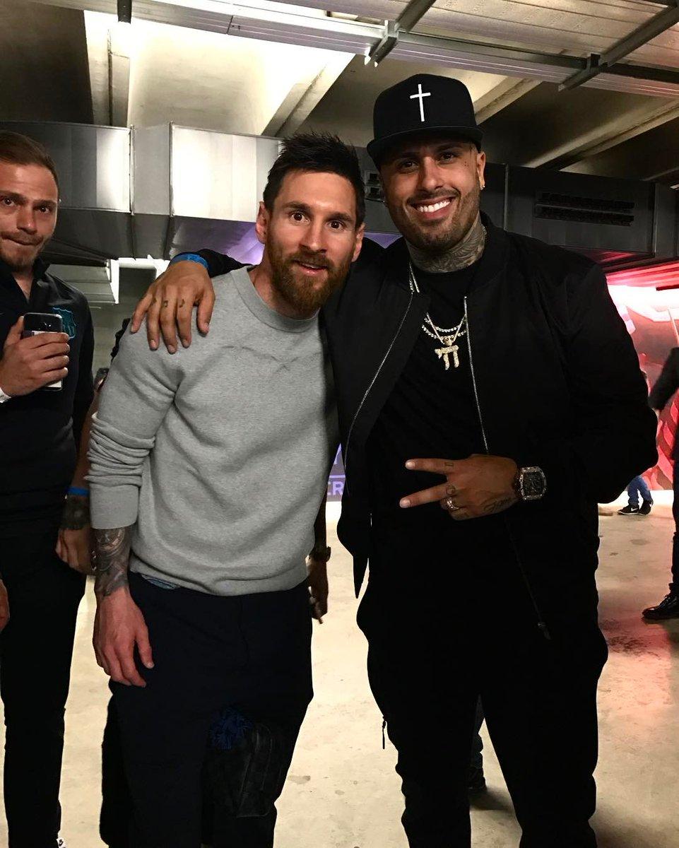 ¿Cuánto mide Nicky Jam? - Altura - Real height C8viy90WsAUFKGH