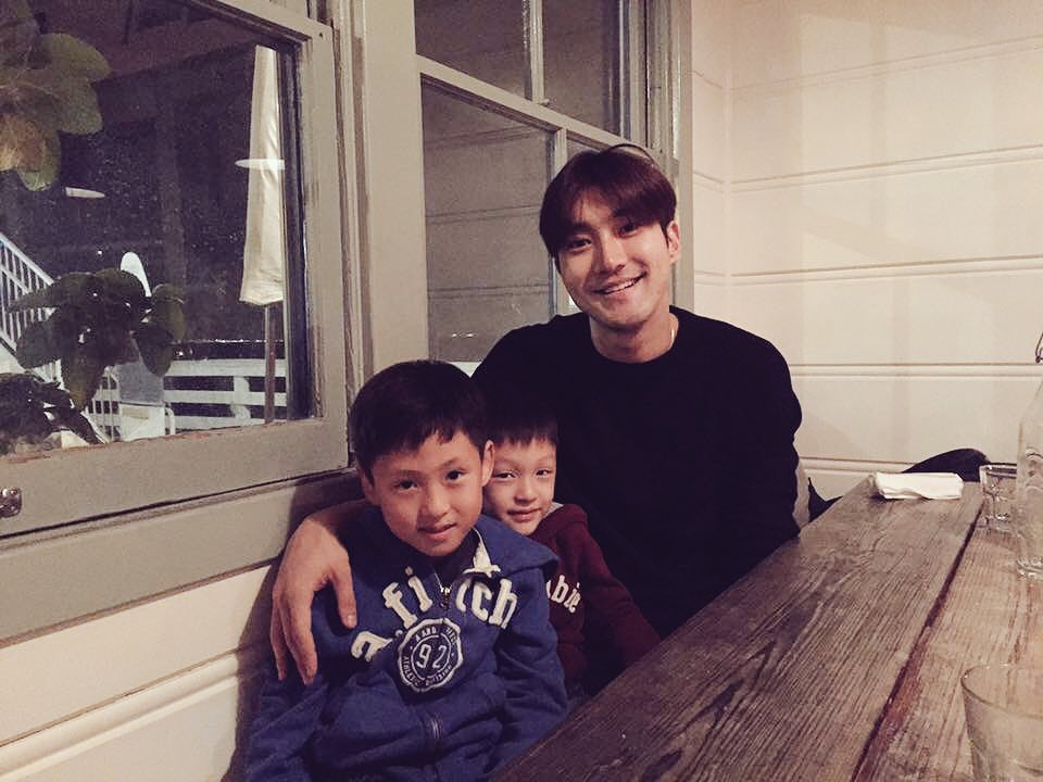 Belated Happy Birthday @siwon407 늦었지만 생축! 건강 잘 챙기고 행복한 하루였기를...2년전 아이들과의 사진이야^^ ㅎㅎㅎ https://t.co/n1lj1065gX