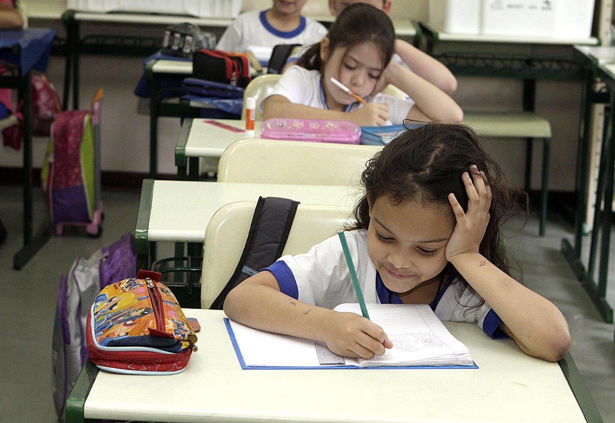 SP já cumpre a meta anunciada hoje pelo MEC: 98,7% dos nossos alunos do 2ºano do Fundamental já sabem ler e escrever https://t.co/mlDaC1hfqp https://t.co/f3wpBWJM8W