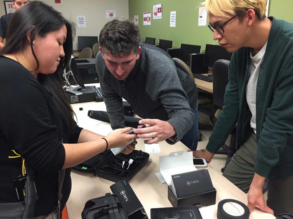 #UNM #CJ375 students getting set w 360 video cameras for today's shoot w @arvrus360 https://t.co/Oz9fHE1aDO