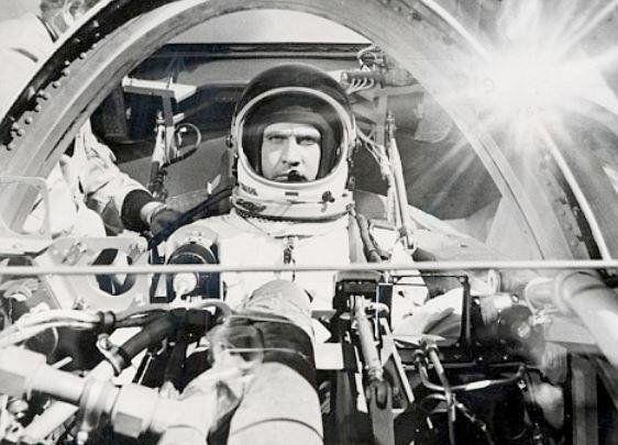 L'astronaute Steve Austin (Lee Majors) avant son accident qui fera de lui un Homme de six millions de dollars, 1974 https://t.co/vp2cgbEBwg