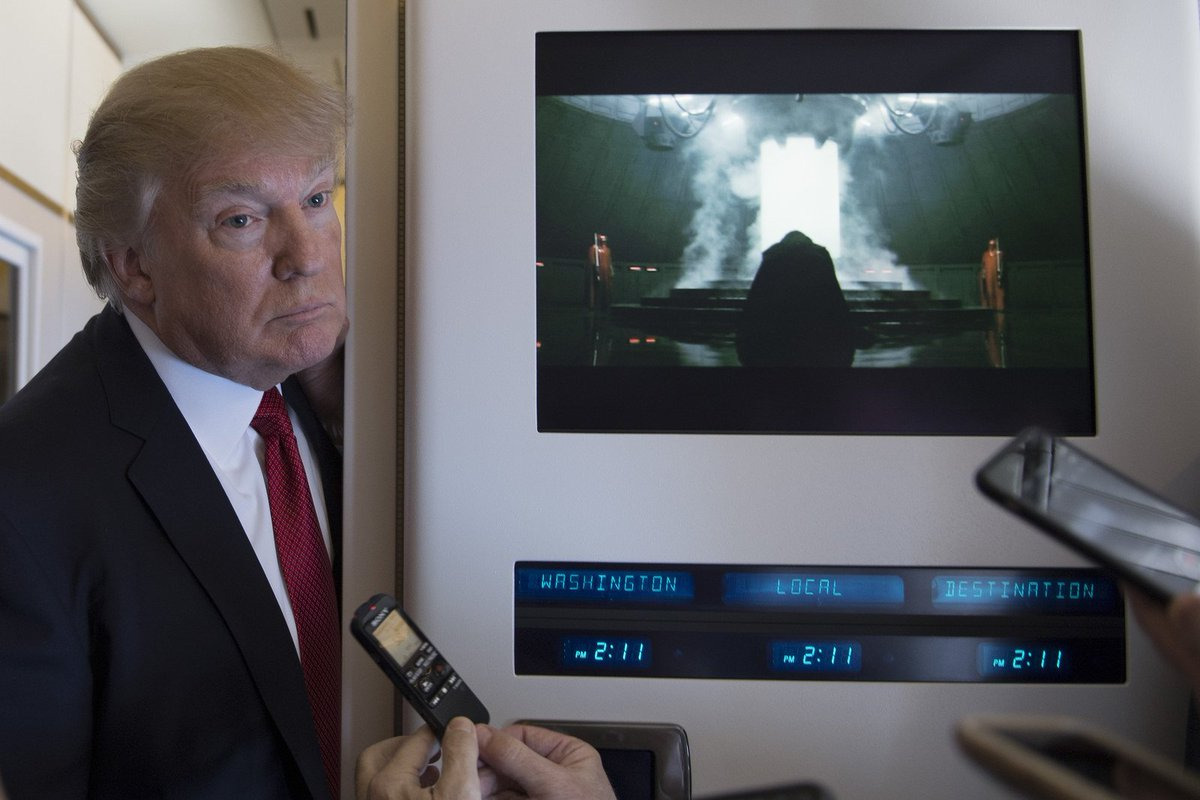 This photo of Trump and the first Vader scene in 'Rogue One' is beyond iconic (📷:: Jim Watson / AFP / Getty Images)