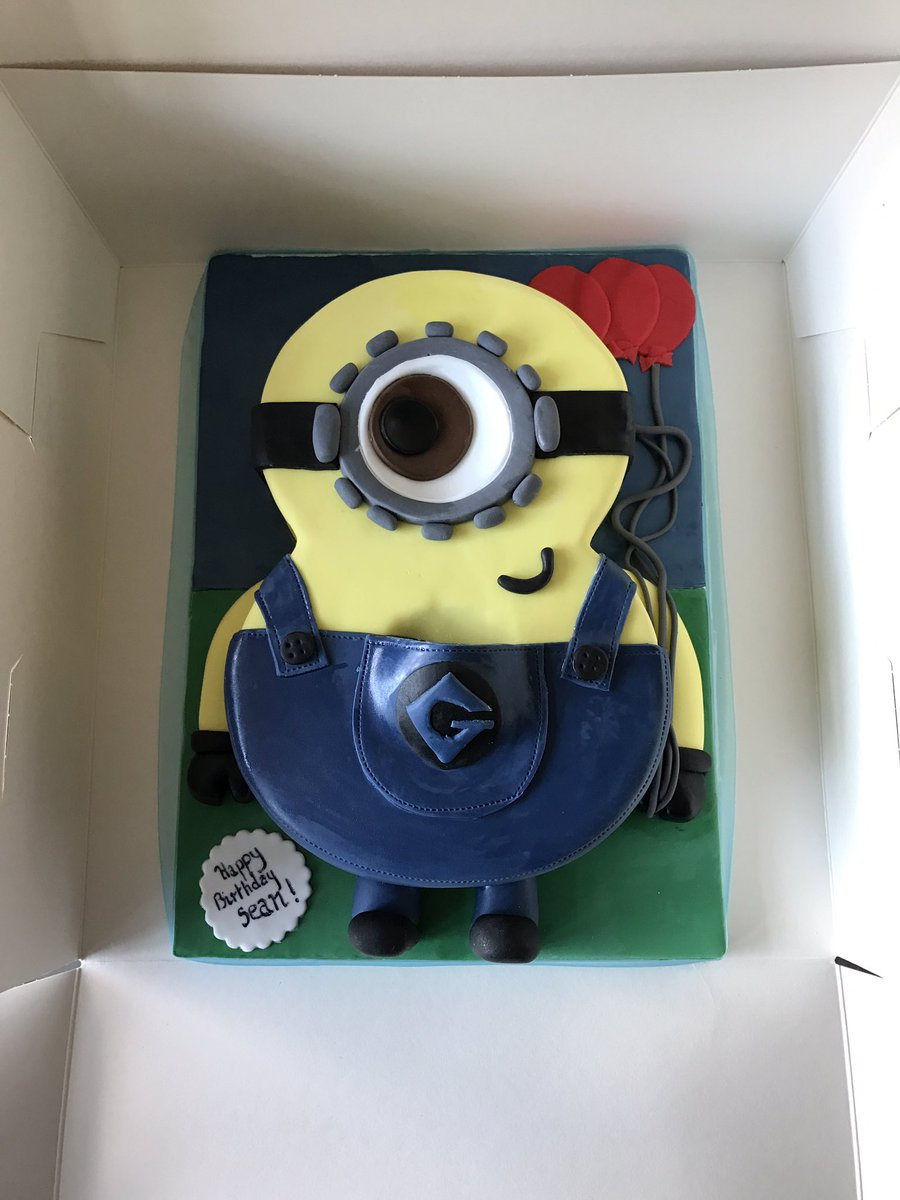 Bouquakes On Twitter A Number 8 Cake Dressed As Minion