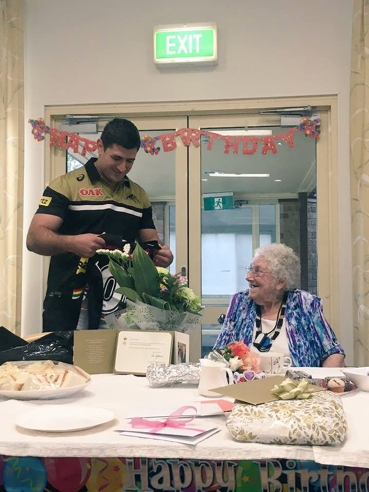 Happy 100th Birthday Ethel from me and everyone @PenrithPanthers 🎉 Thank you for having me today. It was lovely meeting you #pantherpride https://t.co/22atMREkKv