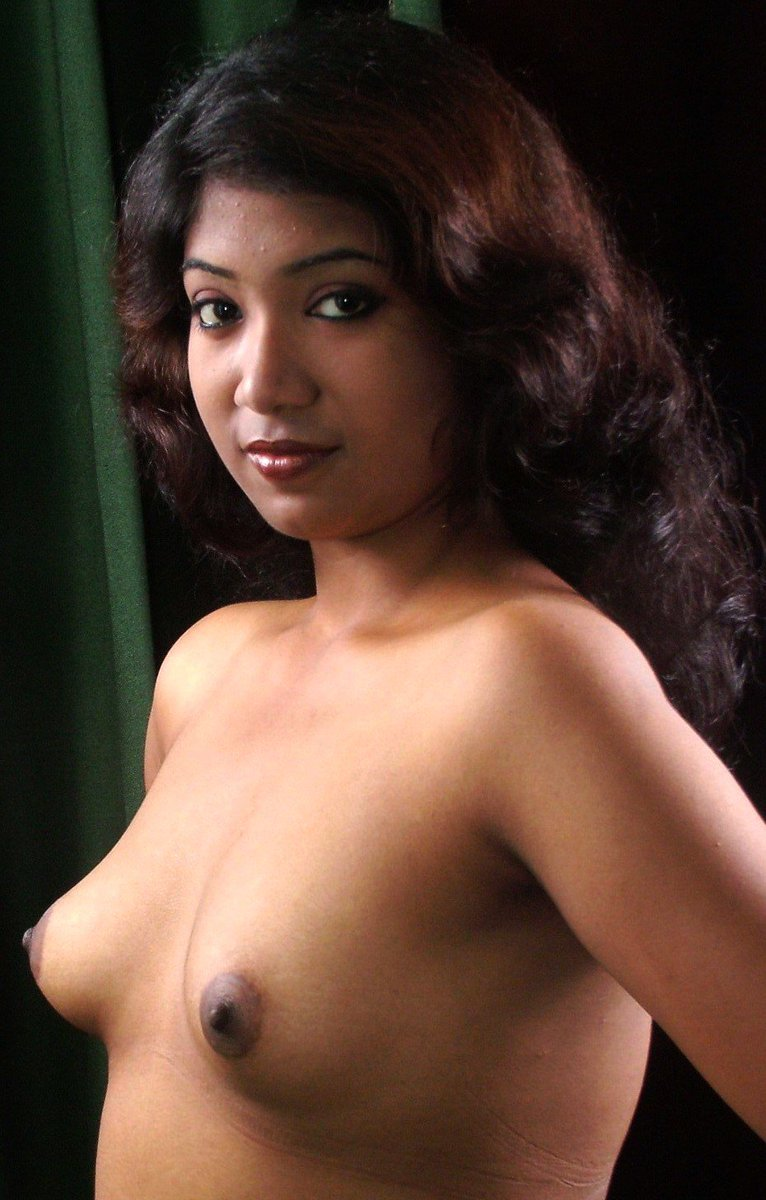 Desi chick flashes her puffy nipples hot tamil girls porn