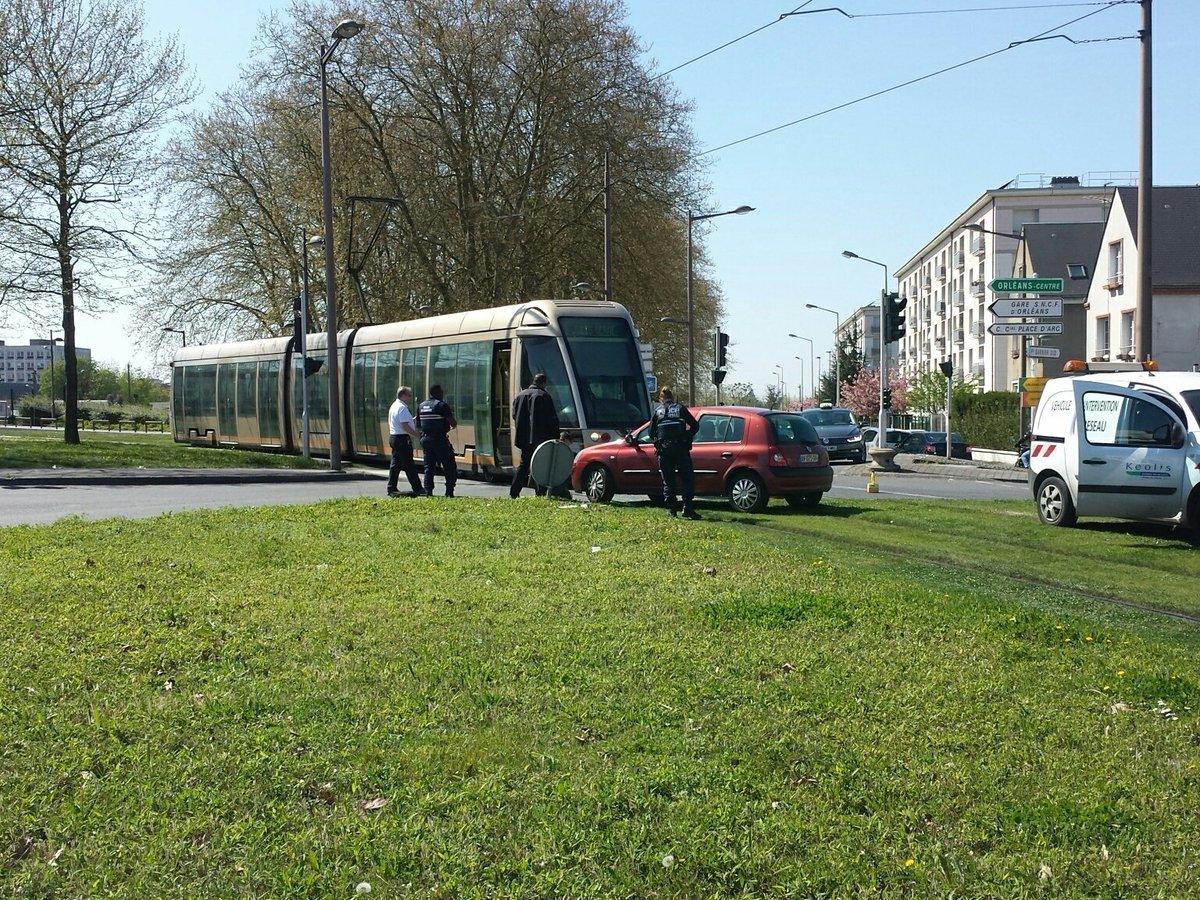 Luc barre on twitter orl ans accident mat riel tram voiture avenue de la lib ration - Horaire tram orleans ligne a ...