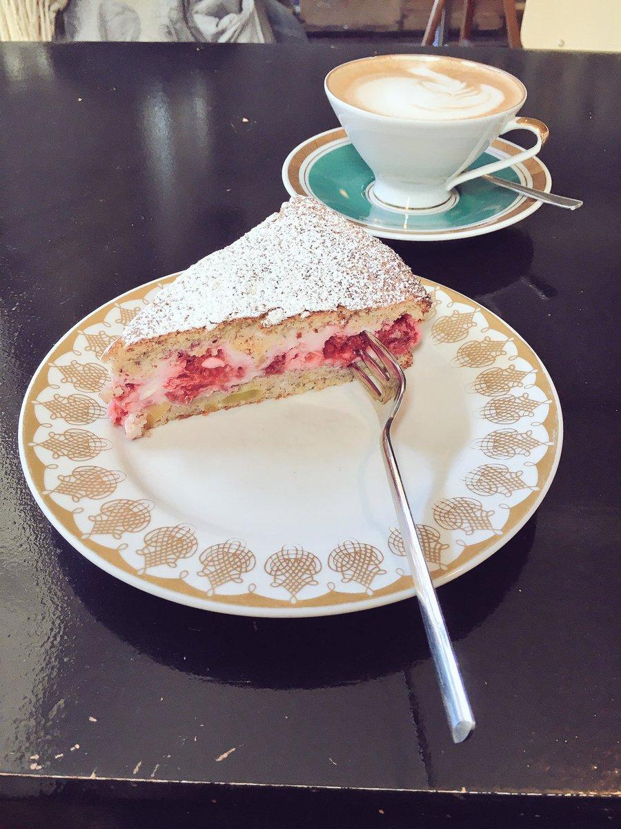 写真いっぱい 合理的 日本だと怒られちゃう食文化 何故ドイツではケーキにフォークを横刺しにするのか問題 Togetter