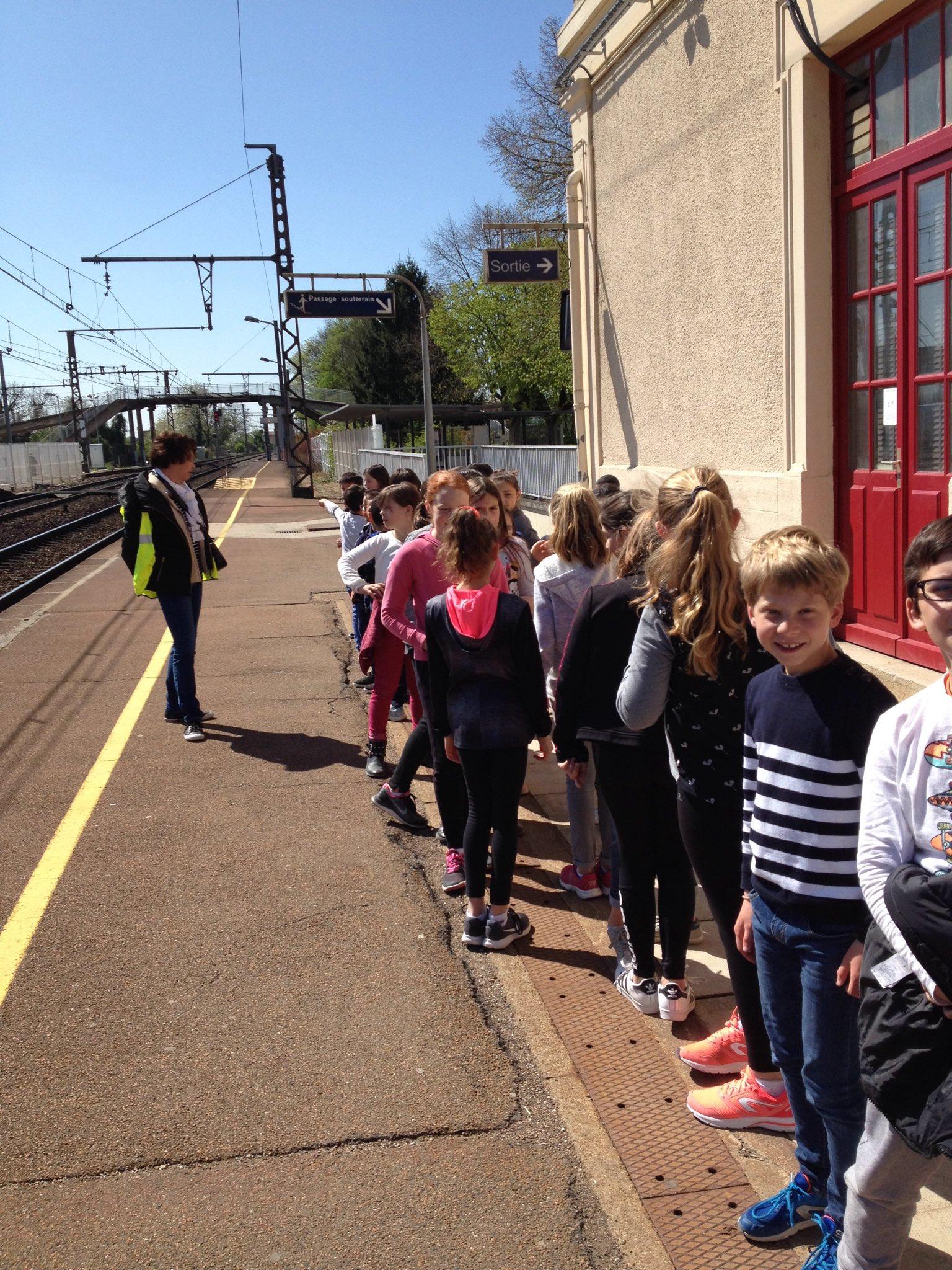 En attente du train pour Dijon https://t.co/Elli3oBKHT