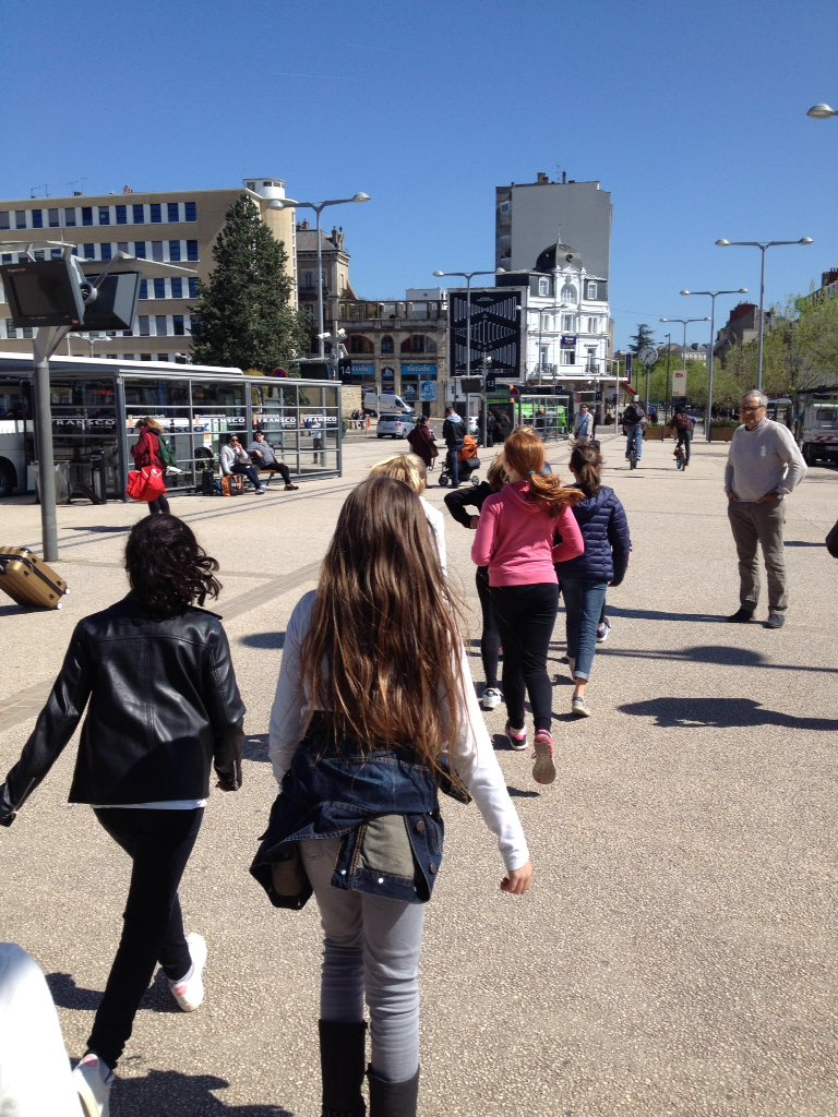 Marche de 2 km de la gare à l'auditorium . C'est parti ! # https://t.co/IotFKe2xCO