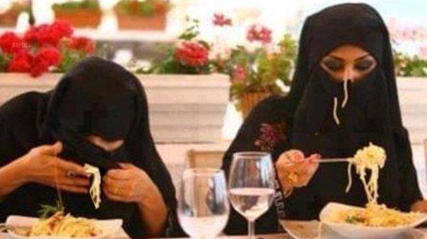 В Великобритании автомобиль въехал в толпу мусульман, празднующих Ураза-байрам, есть пострадавшие - Цензор.НЕТ 1251